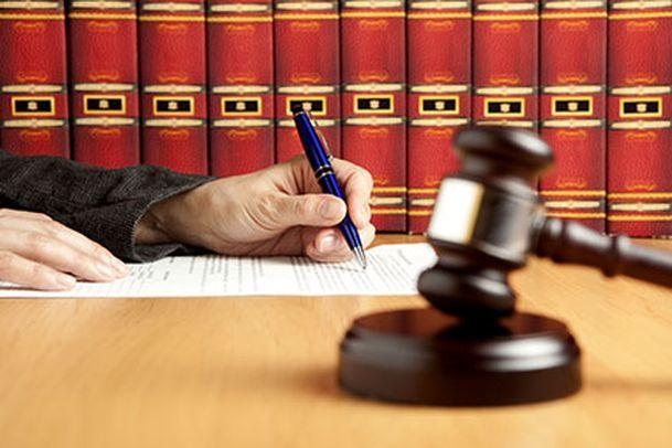 gavel-law-books-judges-hand
